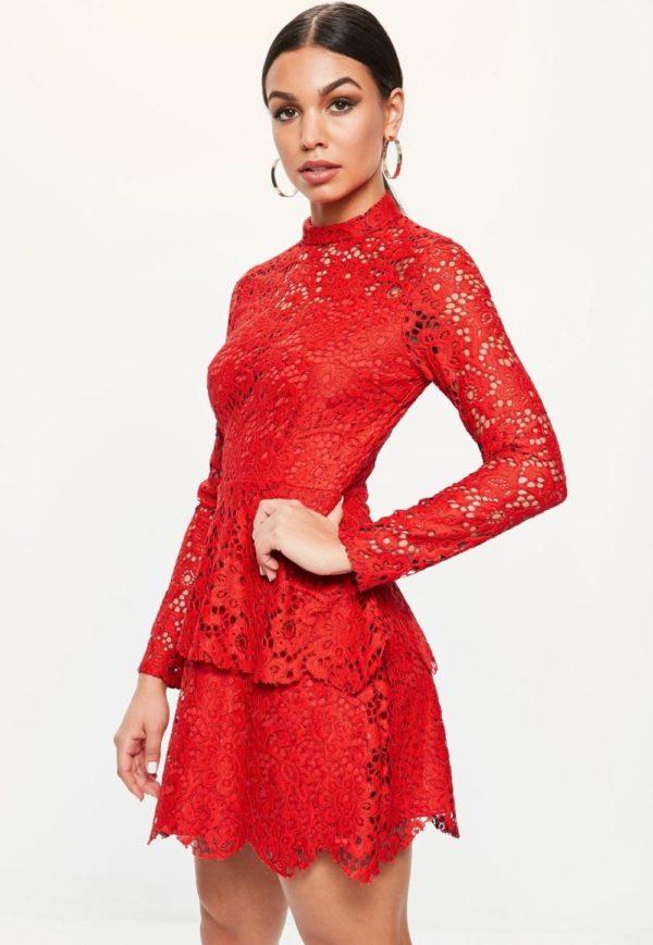 Выпускное платье: Кружевное красное короткое