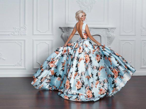 Платья на выпускной 2019 11 класс: голубое пышное