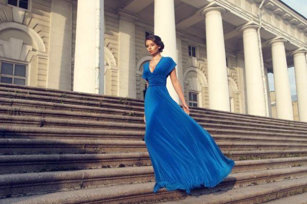 Платья на выпускной 2018 9 класс: синее длинное