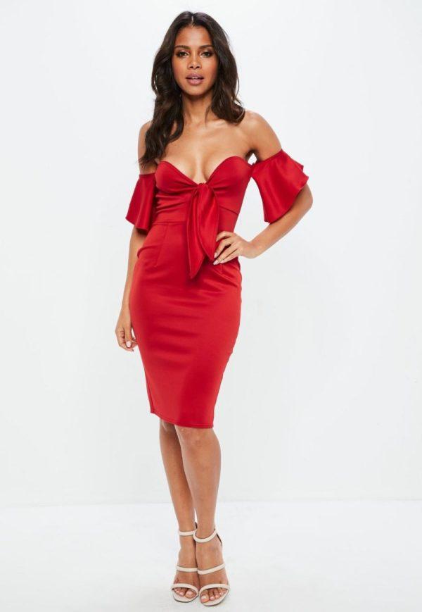 Платья на выпускной 9 класс: Красное с открытыми плечами