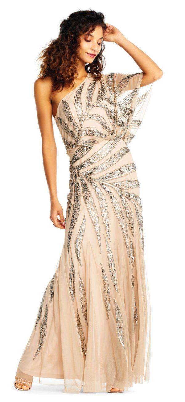 Платья на выпускной 2018 9 класс: Бежевое платье блестящее
