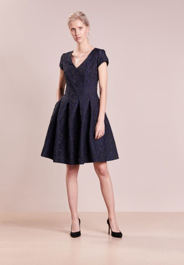 Платья на выпускной 9 класс: Короткое черное