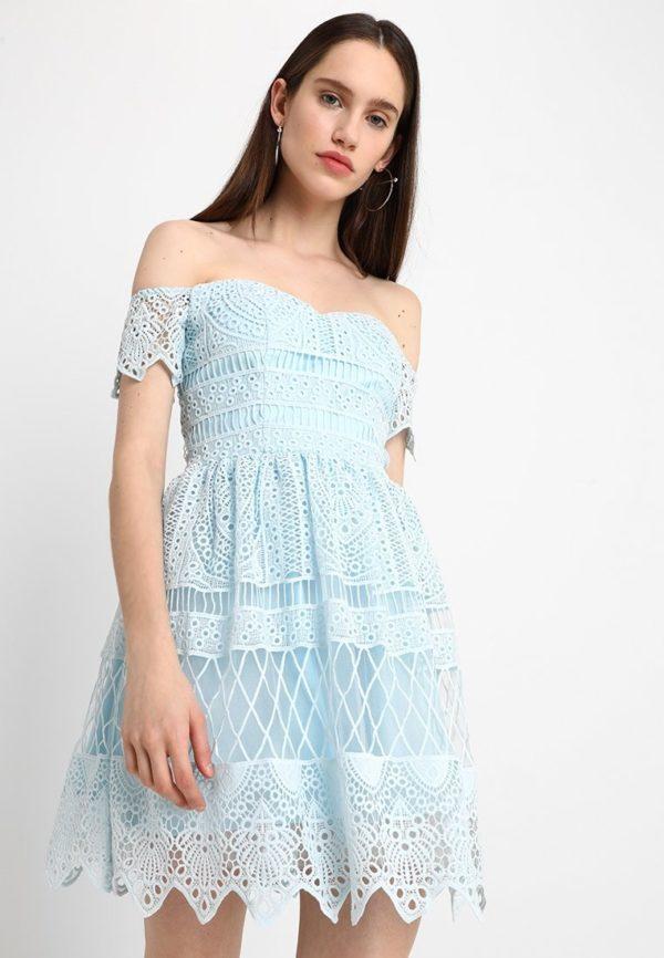 Платья на выпускной 9 класс: Короткое голубое
