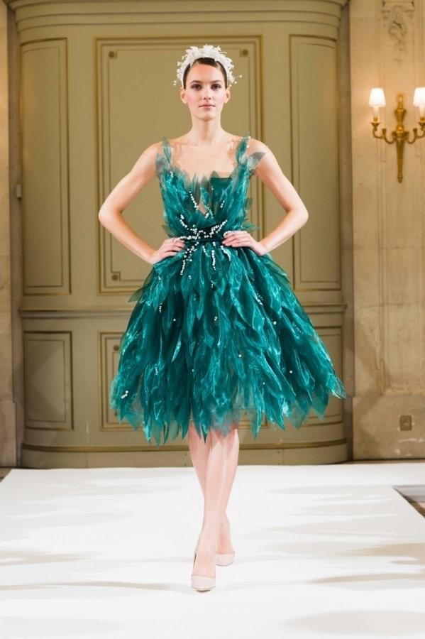 выпускное платье 9 класса: Пышное зеленое короткое
