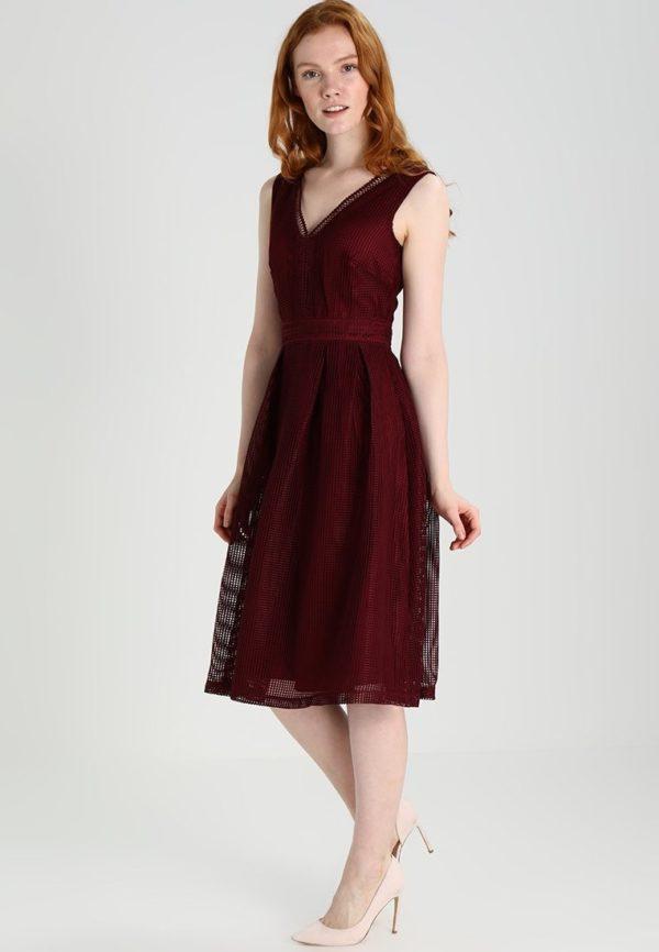 Платья на выпускной 2018 9 класс: Бордовое платье