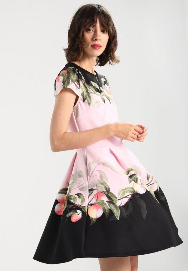 Платья на выпускной 2018 9 класс: розовое с принтом