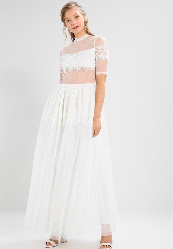 выпускное платье 9 класса: Прозрачное белое
