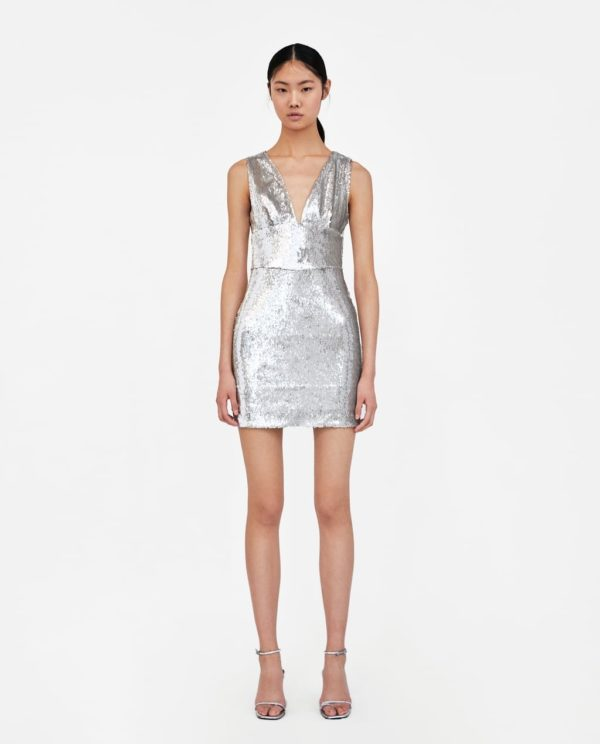 платья на выпускной 2019: серебристое