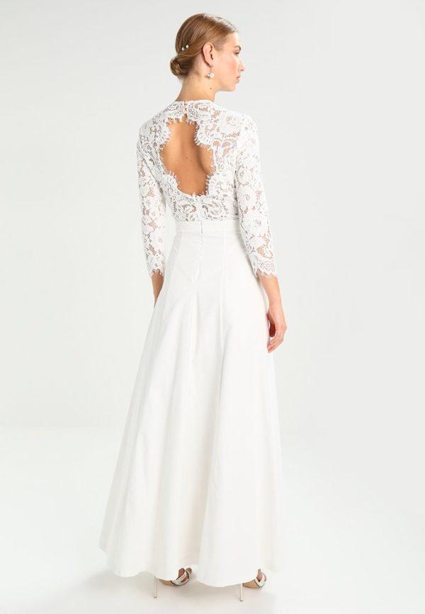 платья на выпускной: Белое кружевное с открытой спиной