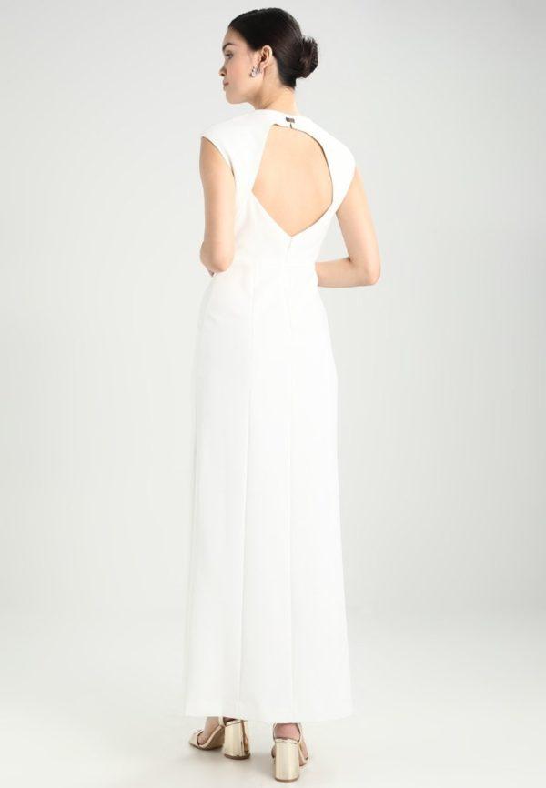 платья на выпускной: Белое с открытой спиной