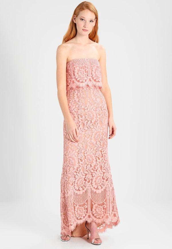 выпускное платье: Коктейльное розовое с узором открытые плечи