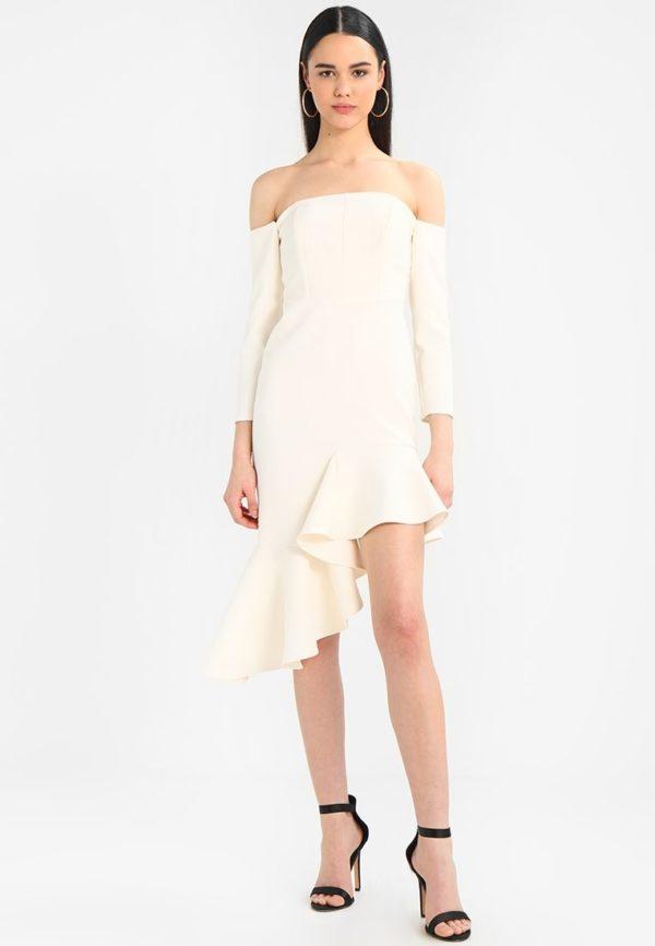 выпускное платье: Коктейльное белое открытые плечи