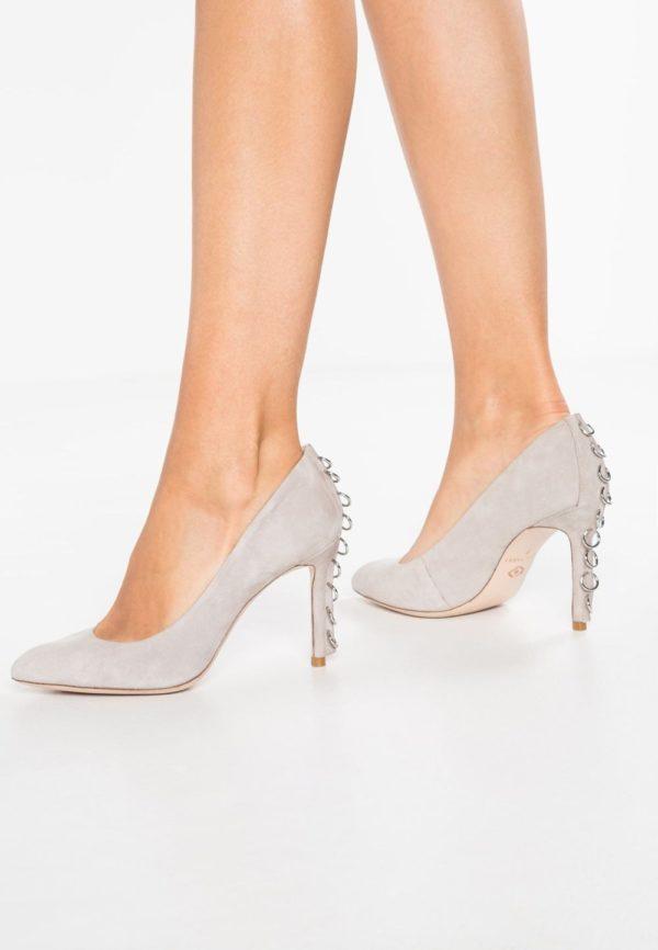 обувь на шпильке