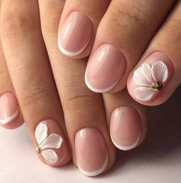 Модный весенний маникюр на короткие ногти