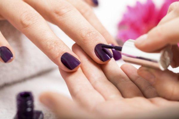Маникюр фиолетового цвета 2019
