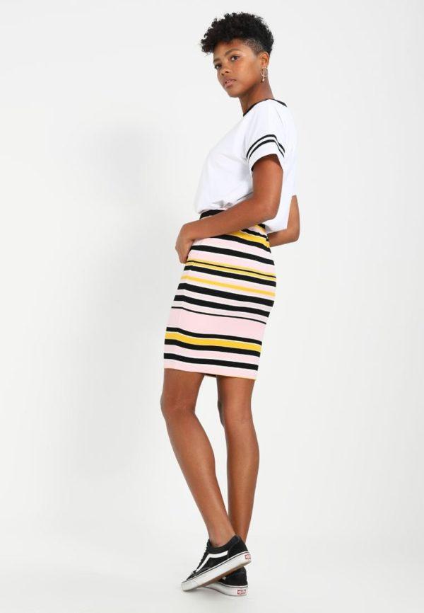 Летняя полосатая юбка карандаш