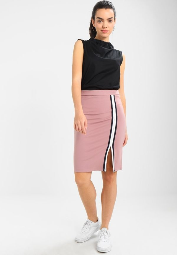 Летняя розовая юбка карандаш