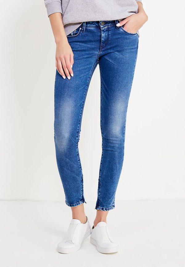 ярко-синие джинсы