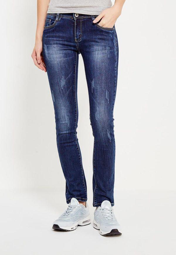 синие джинсы потертые