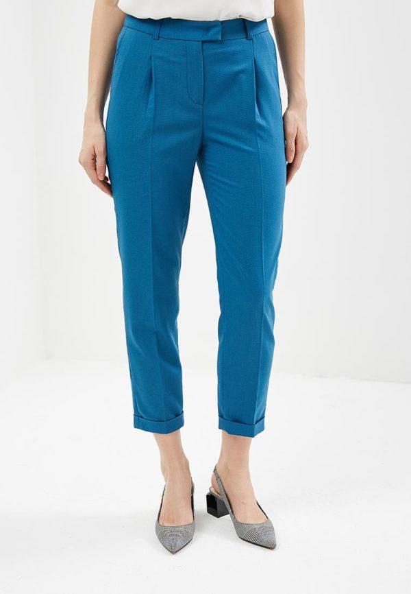 синие брюки укороченные