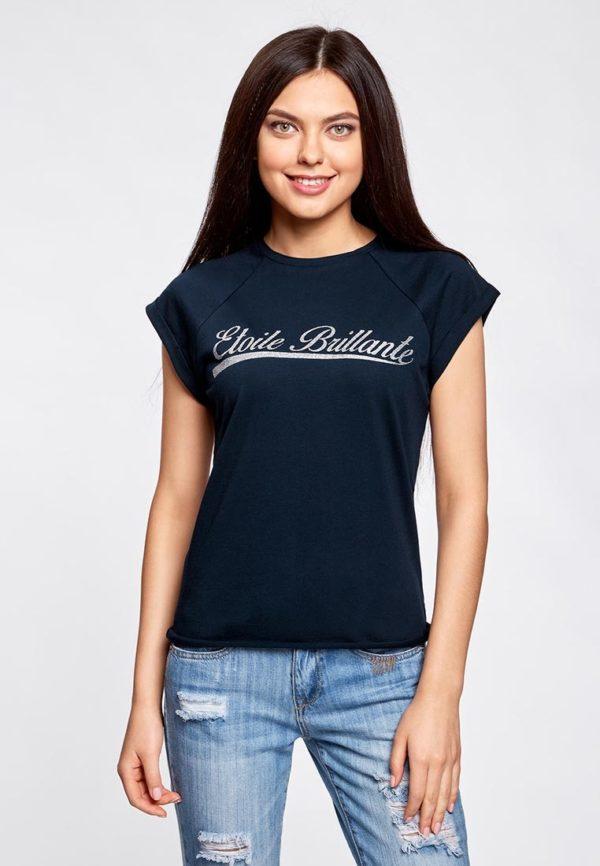 темно-синяя футболка под джинсы