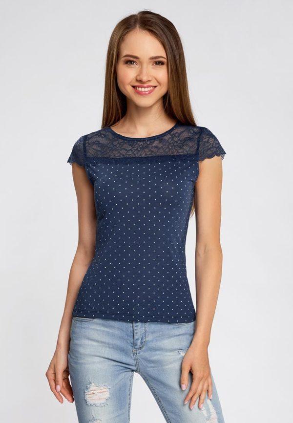 темно-синяя футболка в горошек