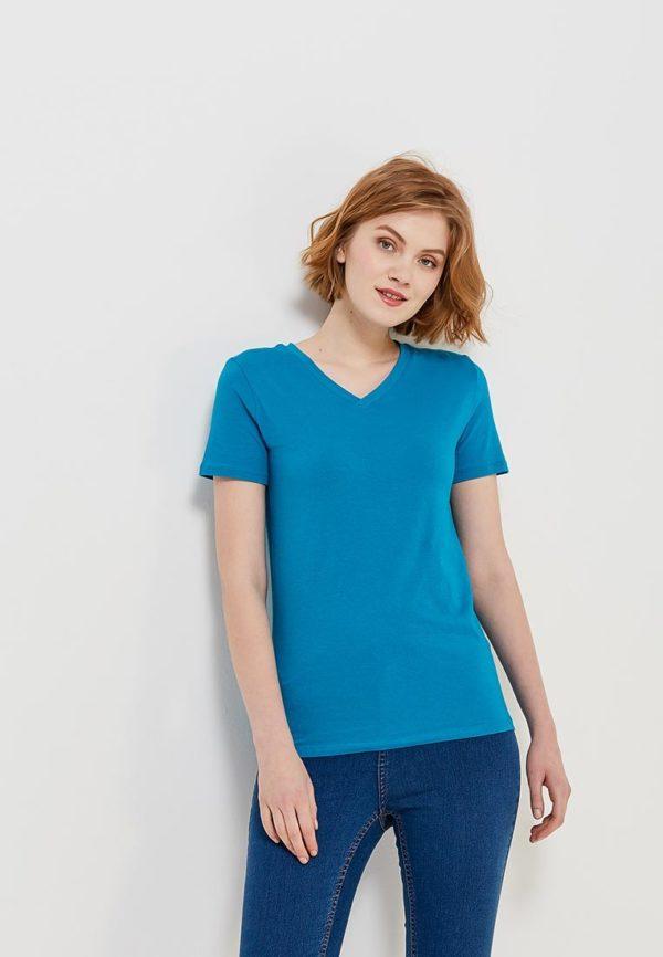 ярко-синяя футболка