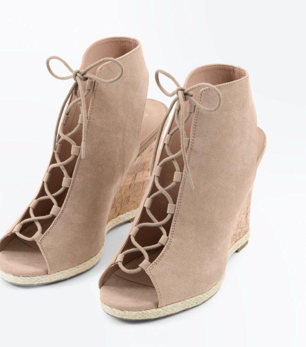 Модные тенденции весна лето 2019: женская бежевая обувь