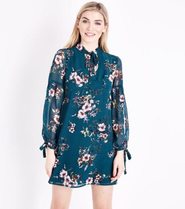 Модные тенденции весна лето: синее в цветок платье