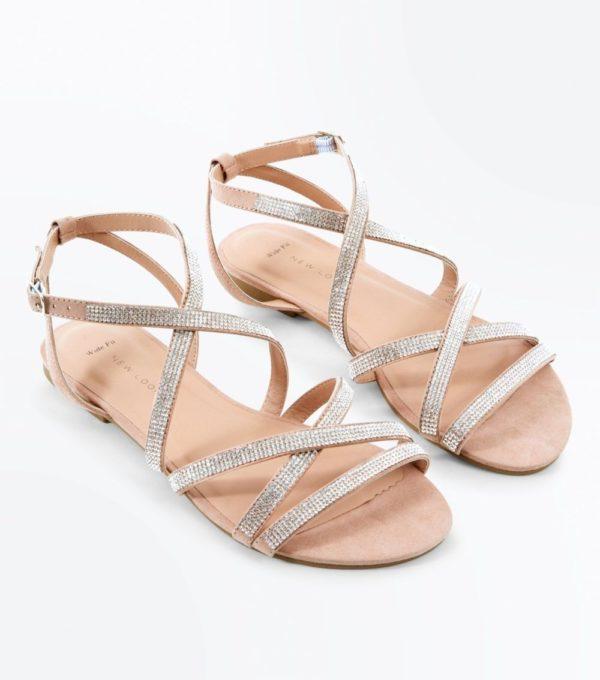 серые сандалии