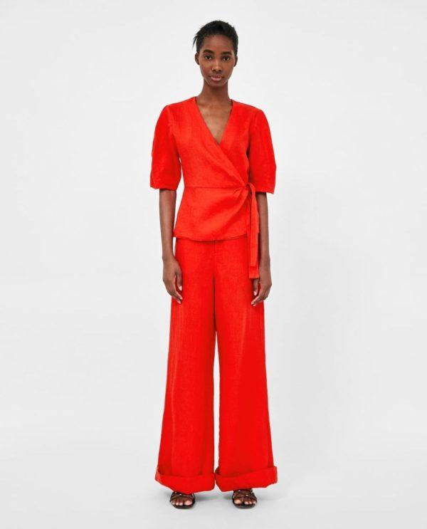 цвета весна лето 2020: красный костюм