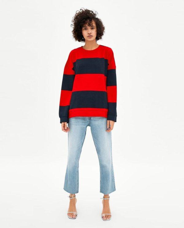 модные цвета весна лето 2020: красный в черную полоску свитер