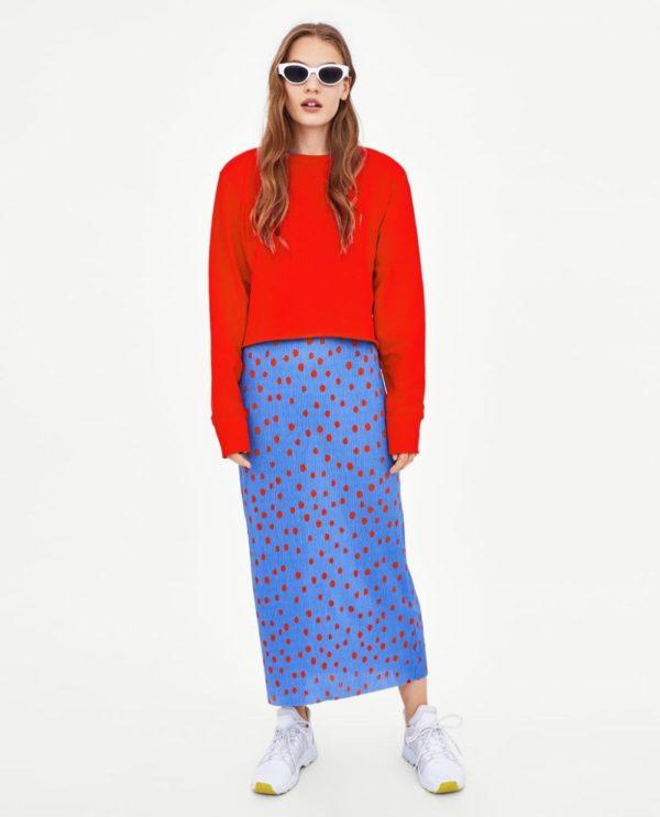 модные цвета весна лето 2020: красный свитер