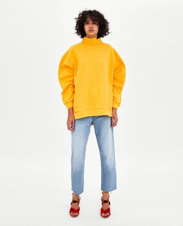 модные цвета весна 2020: желтая кофта