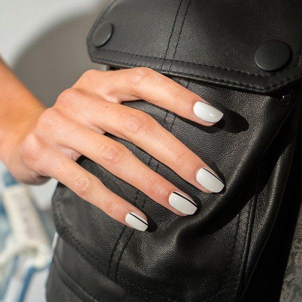 белый лак для ногтей