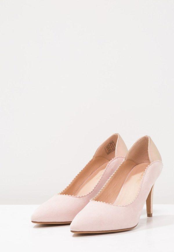 розовая обувь на шпильке