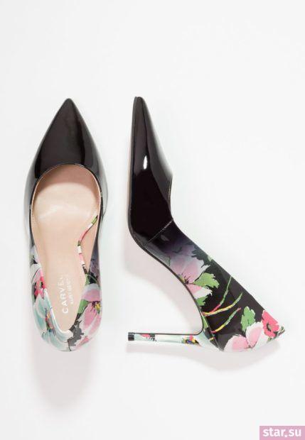 черная с цветами обувь на шпильке
