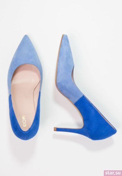 синяя обувь на шпильке