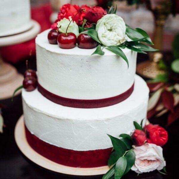 Торт на свадьбу цвета марсала