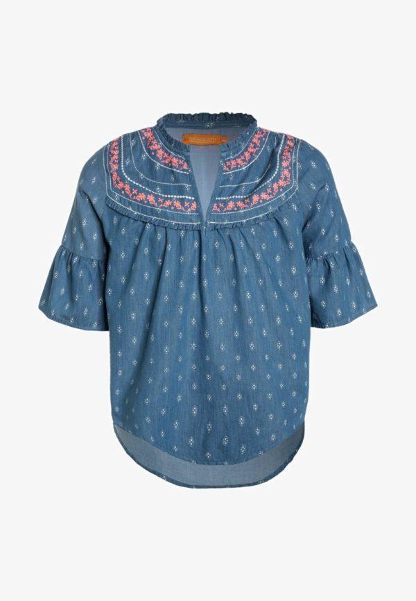 Детская мода 2018-2019: синяя блузка для девочки