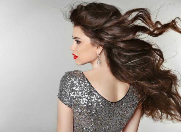 Легкая прическа: с распущенными волосами