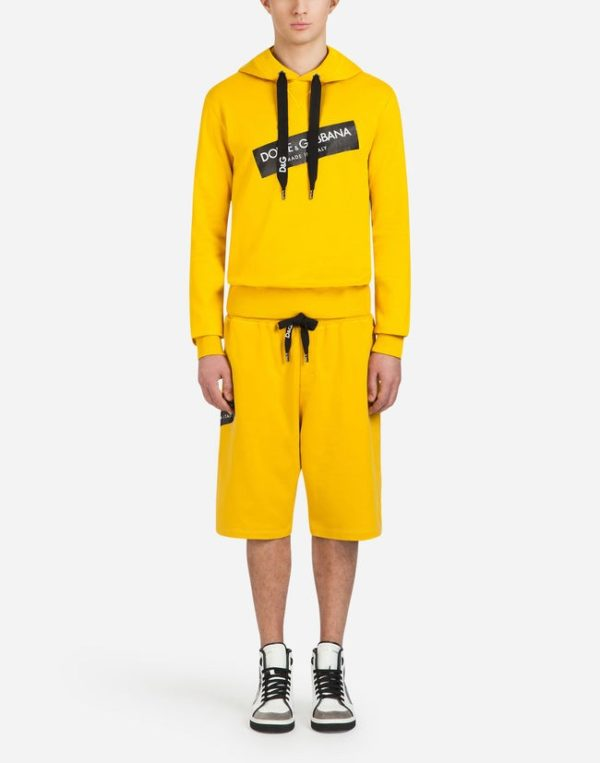 Мужская мода 2020 весна лето: ярко желтый спортивный костюм с шортами