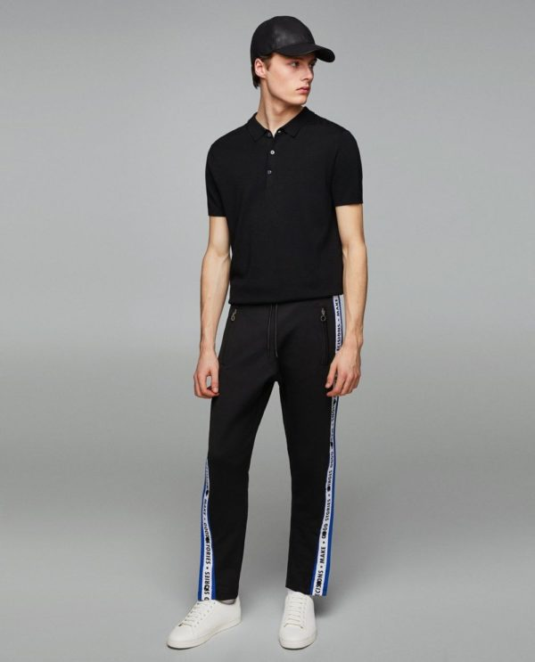 черная футболка под спортивные штаны