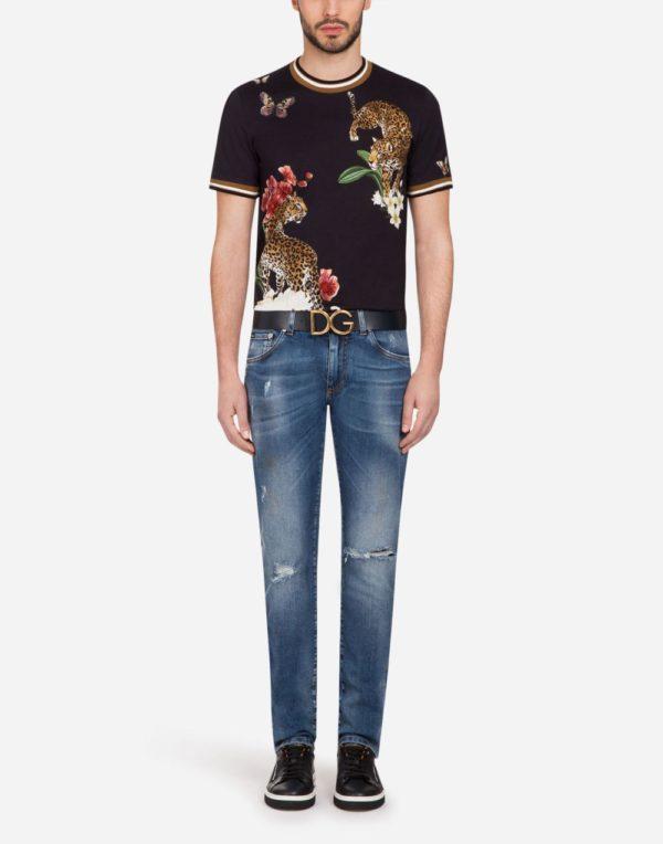 Мужская мода 2020 лето: черная футболка с принтом леопарда