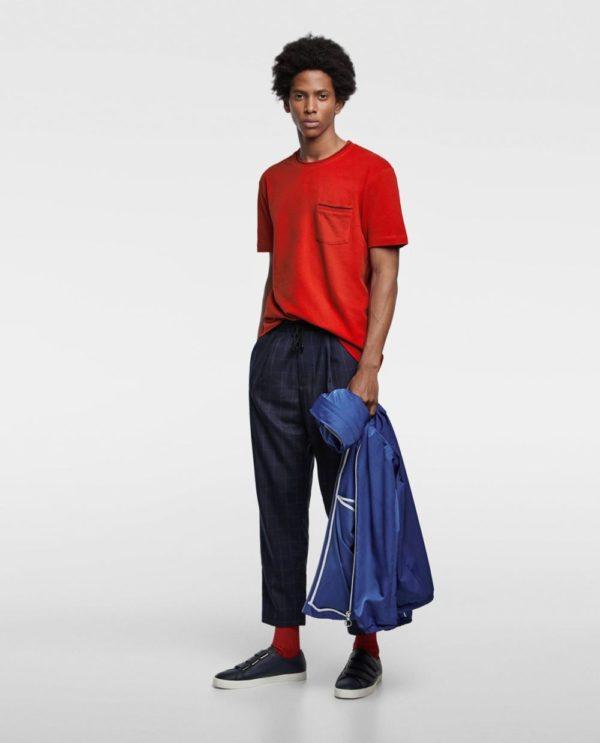 красная футболка под джинсы