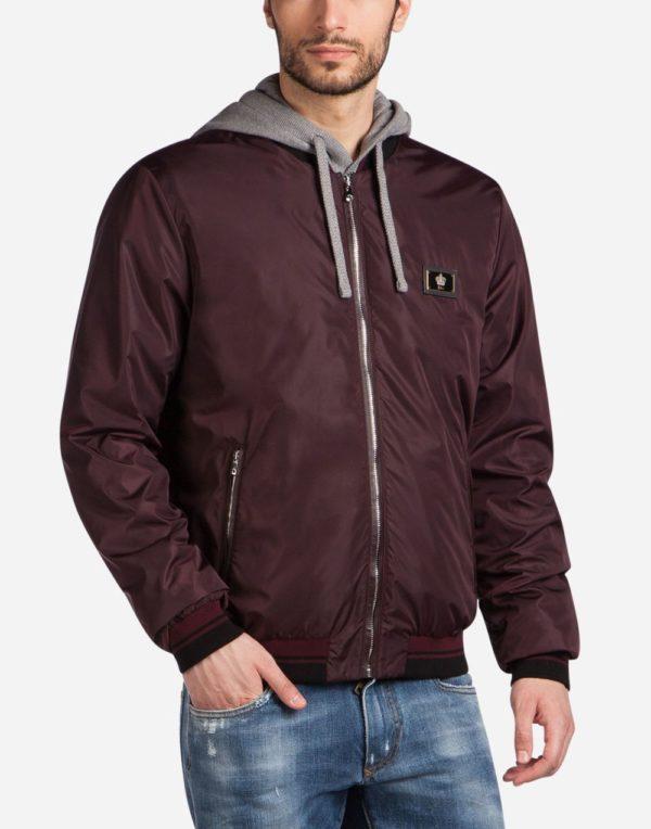 Бордовая куртка весеннее-летнего сезона